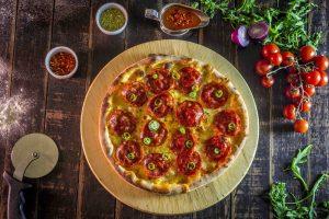 3 avantaje - pizza la cuptor cu lemne